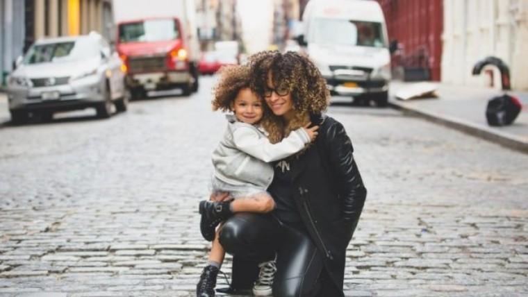 シングルマザーの貧困問題|支援制度やソーシャルビジネスも紹介